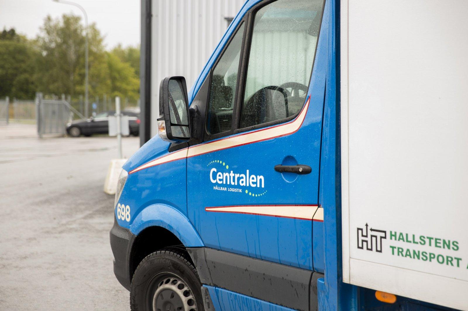 Flera uppdrag går genom Lastbilscentralen Tvåstad, där Hallstens Transport är delägare.