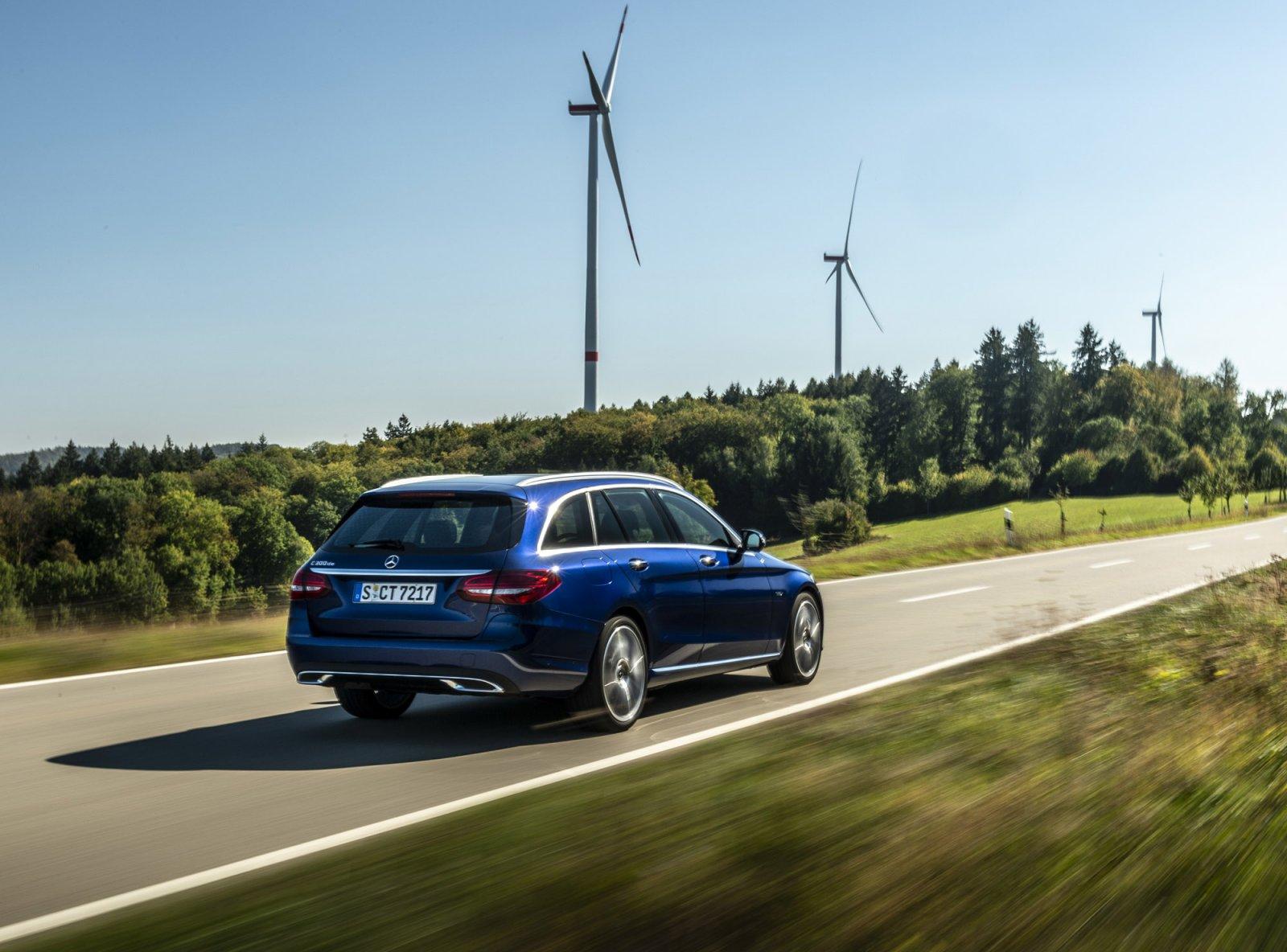 Mängden utsläpp från en bil med eldrift påverkas både av hur produktionen går till och vilken typ av energi den laddas med.