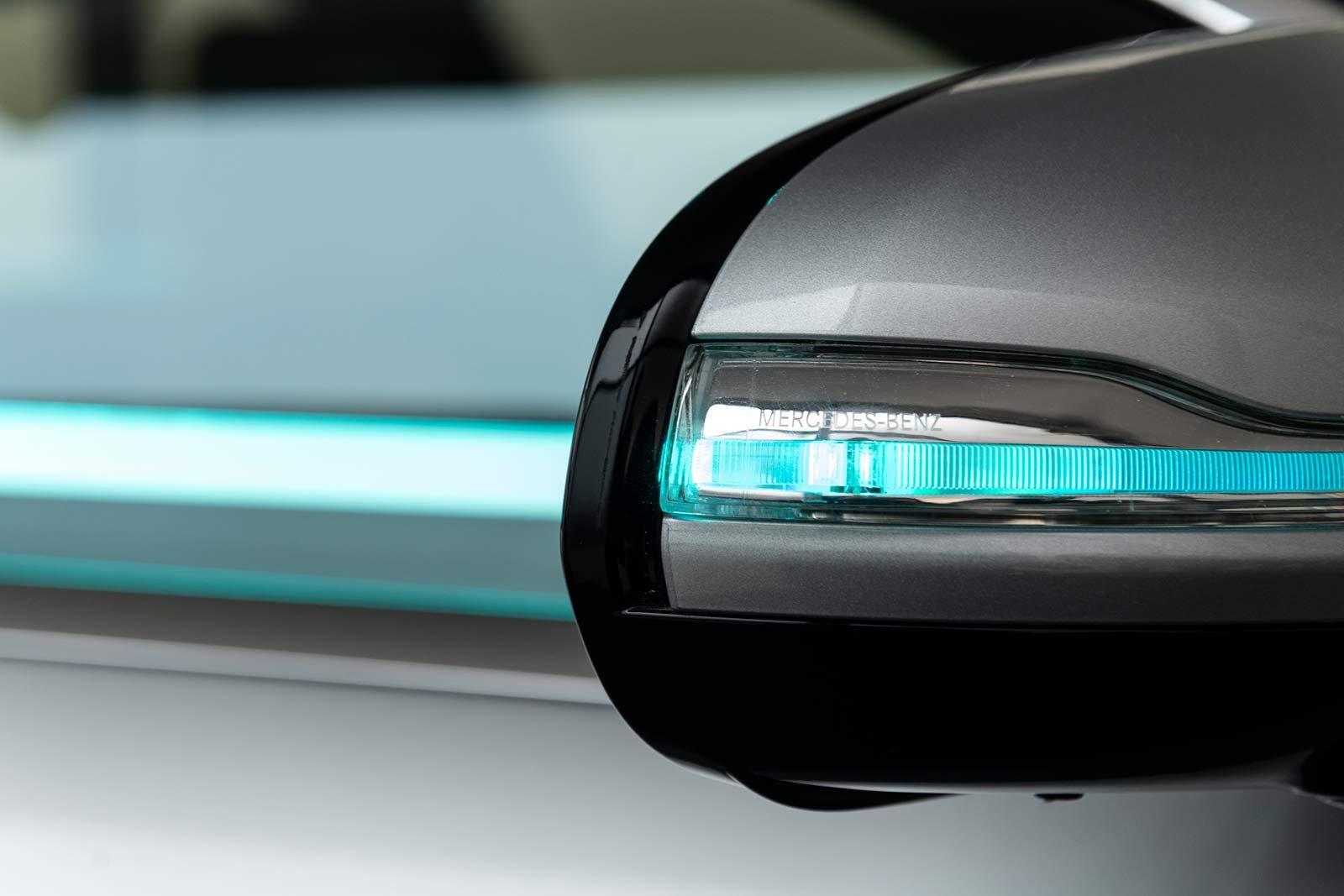 Den turkosa färgen återfinns runt om hela bilen.