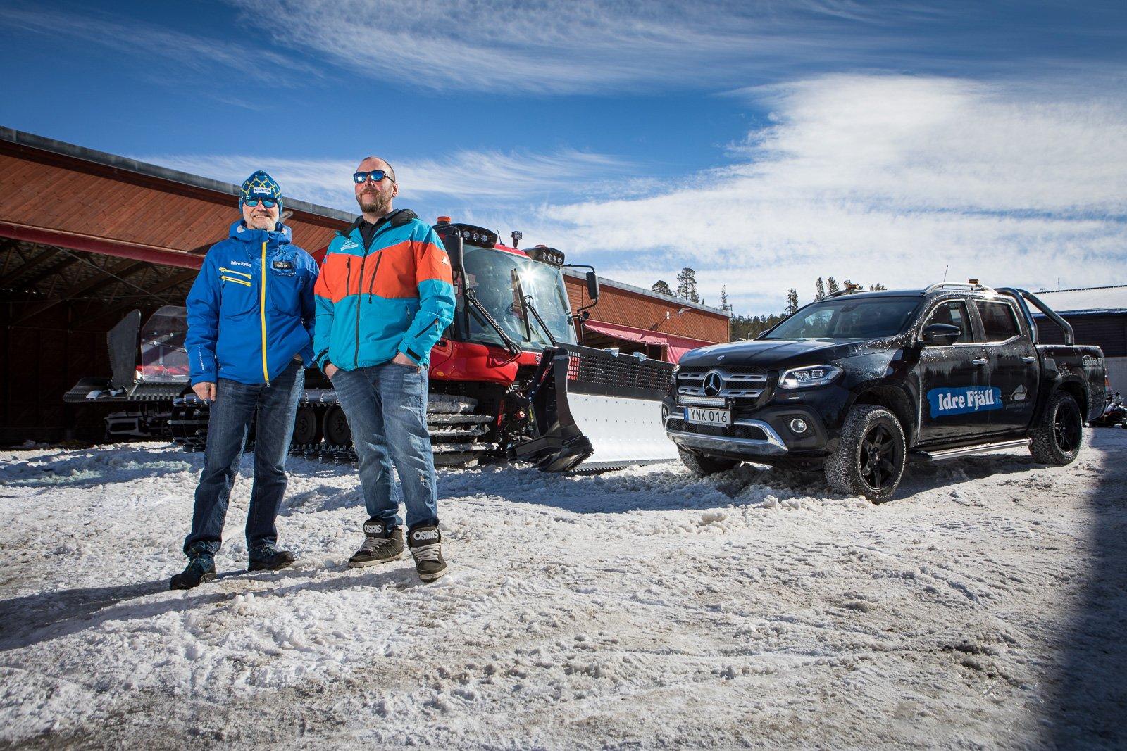 Idre fjäll har flera Mercedes X-Klass pickuper. De kommer till nytta på en anläggning där snö är själva livsnäringen. Här vid en av de fem Pisten Bully pistmaskiner man har på Idre Fjäll. Jonas Paulsson är pistmakare och Kjell Skoglund är driftchef.
