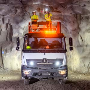 4x4-atego-in-the-zinc-mine-300-03