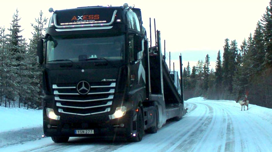 car-transport-with-actros-and-semi-trailer-940-02