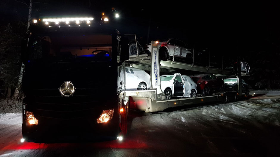 car-transport-with-actros-and-semi-trailer-940-04