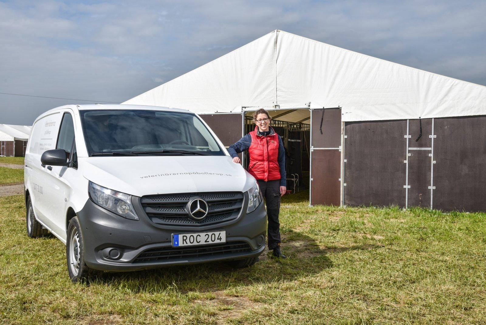 Två fyrhjulsdrivna Mercedes-Benz Vito gr att Josefin larsson och hennes kollegor kan göra det mesta av sitt arbete ute hos kunderna. I alla väder.