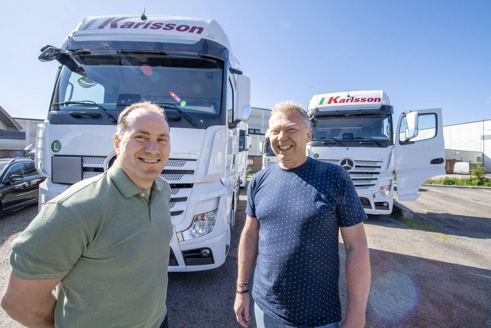 Bertil Karlsson tillsammans med Ulf Karlsson som är företagets fordonsansvarige sedan 1985.