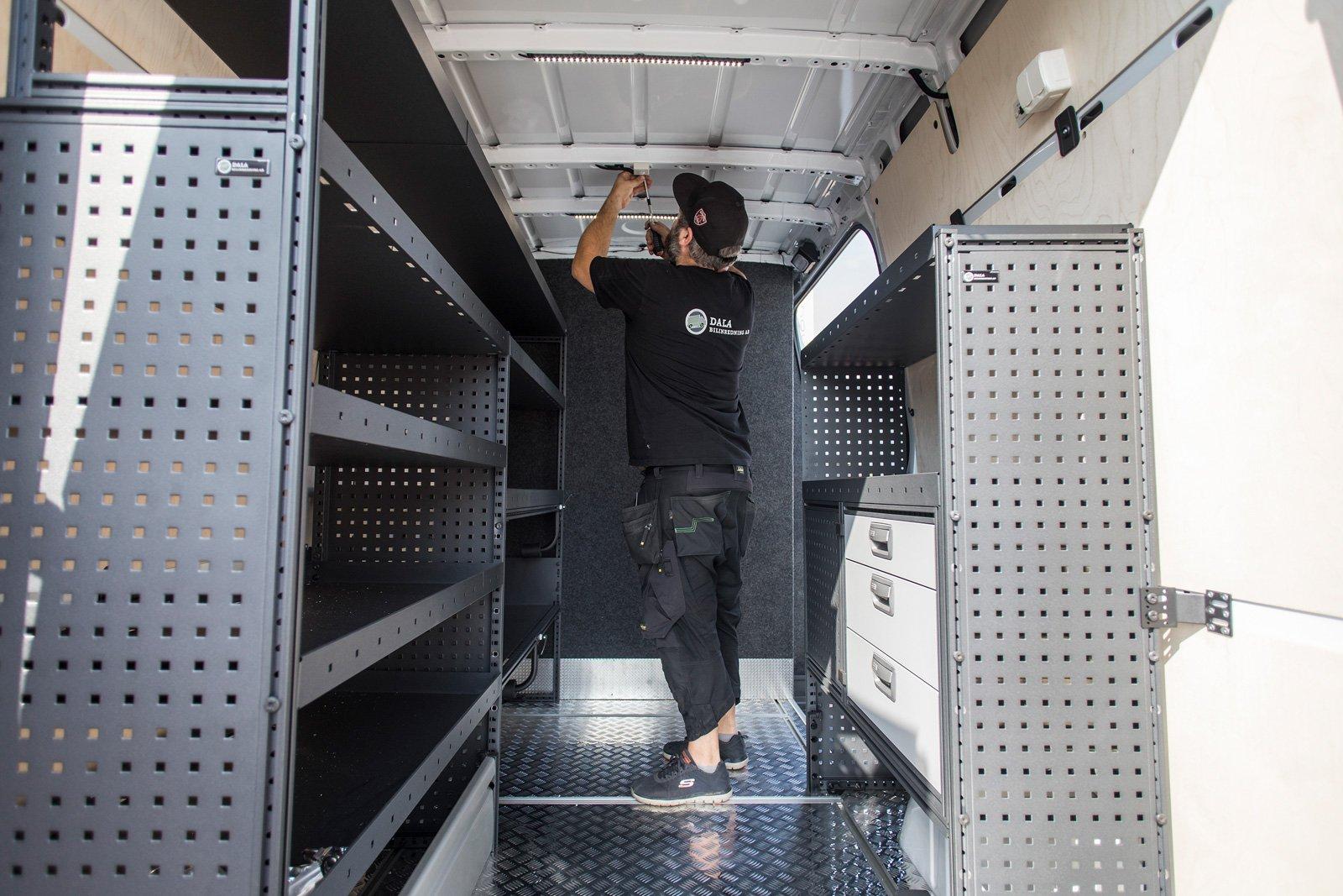 Dala Bilinredning i Borlänge bygger och monterar inredning i transportbilar efter kundens önskemål.
