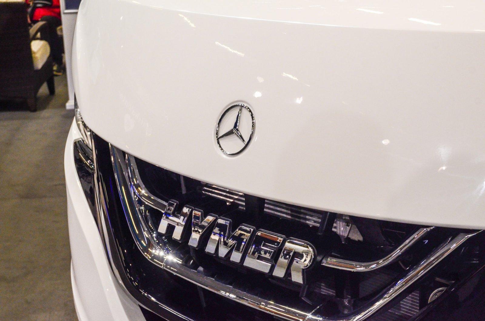Hymer visade både hel- och halvintegrerade husbilar baserade på Mercedes-Benz.