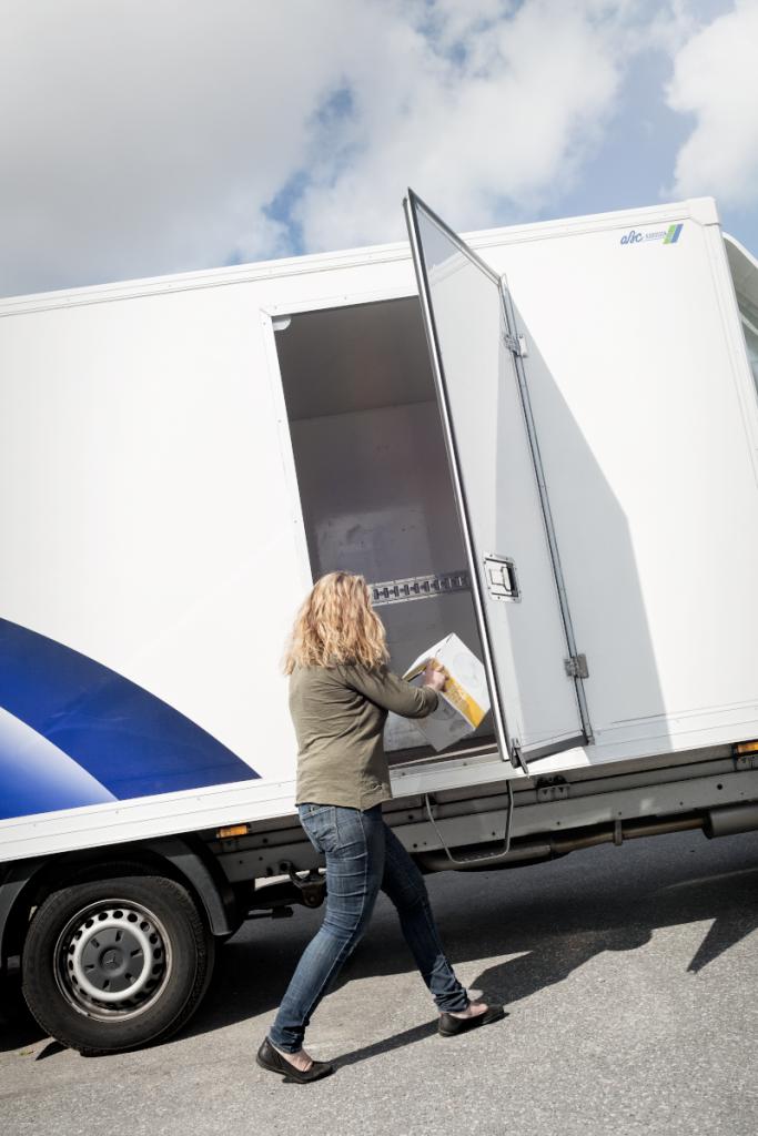 Samtliga större modeller av Sprinter är utrustade med en praktisk dörr på höger sida av skåpet. Foto: Daniel Roos.