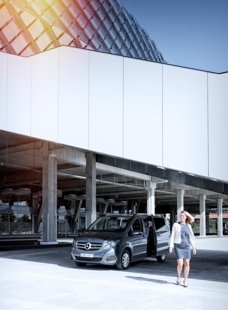 Med V-Klass har OKQ8 skapat ett helt nytt hyrbilssegment för kunder som vill ha plats för fler passagerare och mycket packning, men ändå färdas trivsamt och bekvämt. Foto: Daniel Roos.
