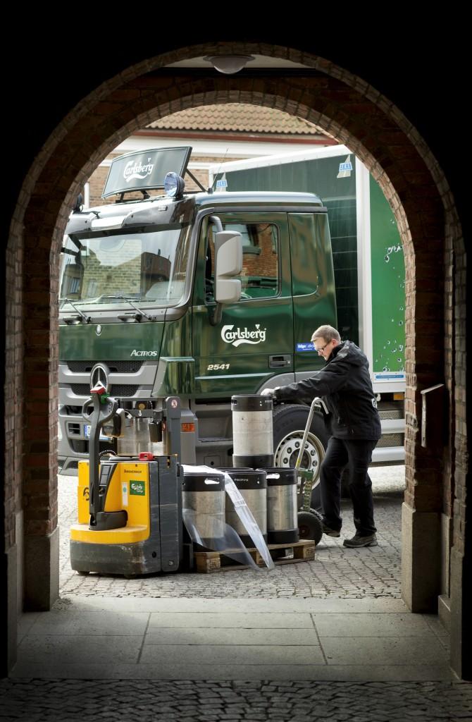 På varje distributionsrunda levererar chaufförerna varor till i snitt 12-16 kunder, de flesta är restauranger. Foto: Ola Torkelsson.