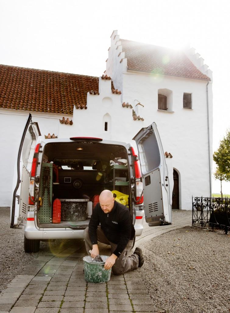 Att renovera gamla hus och kyrkor är ett intresse som Magnus Nilsson delar med sin bror.