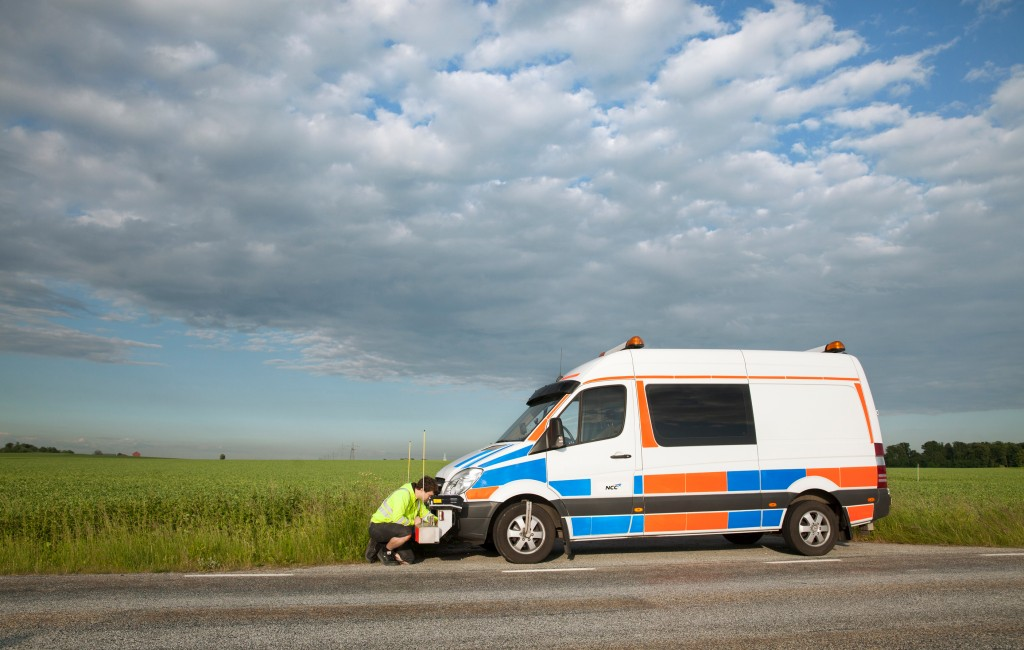 Ingen vanlig syn på svenska motorvägar, eftersom Sprintern är den enda mätbilen som ägs av en vägentreprenör.