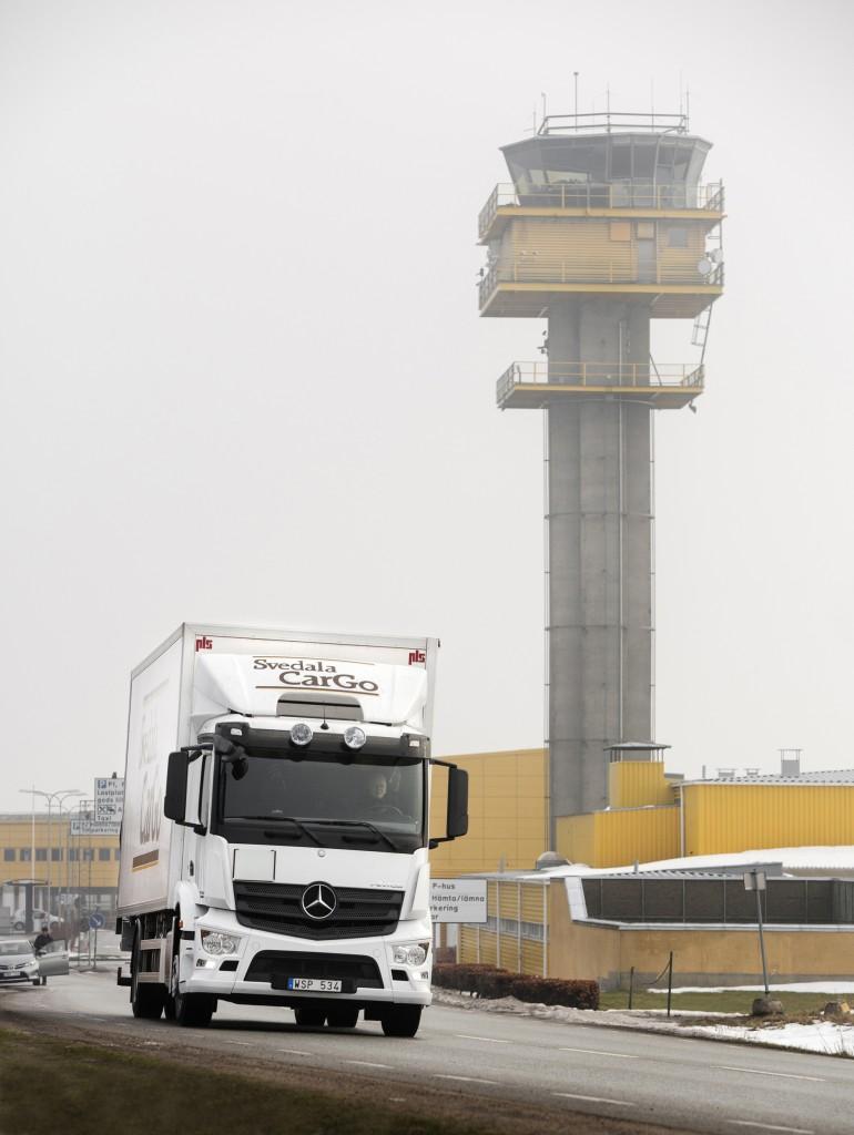 Den senaste lastbilen i Svedala Cargos flotta är Antos med en lastkapacitet på 7,9 ton. Foto: Ola Torkelsson.