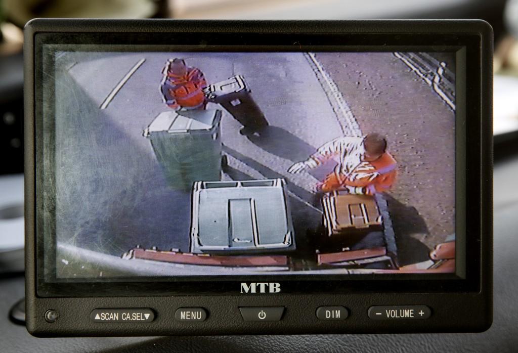 Via backkameran har föraren uppsikt över vad som händer bakom bilen.
