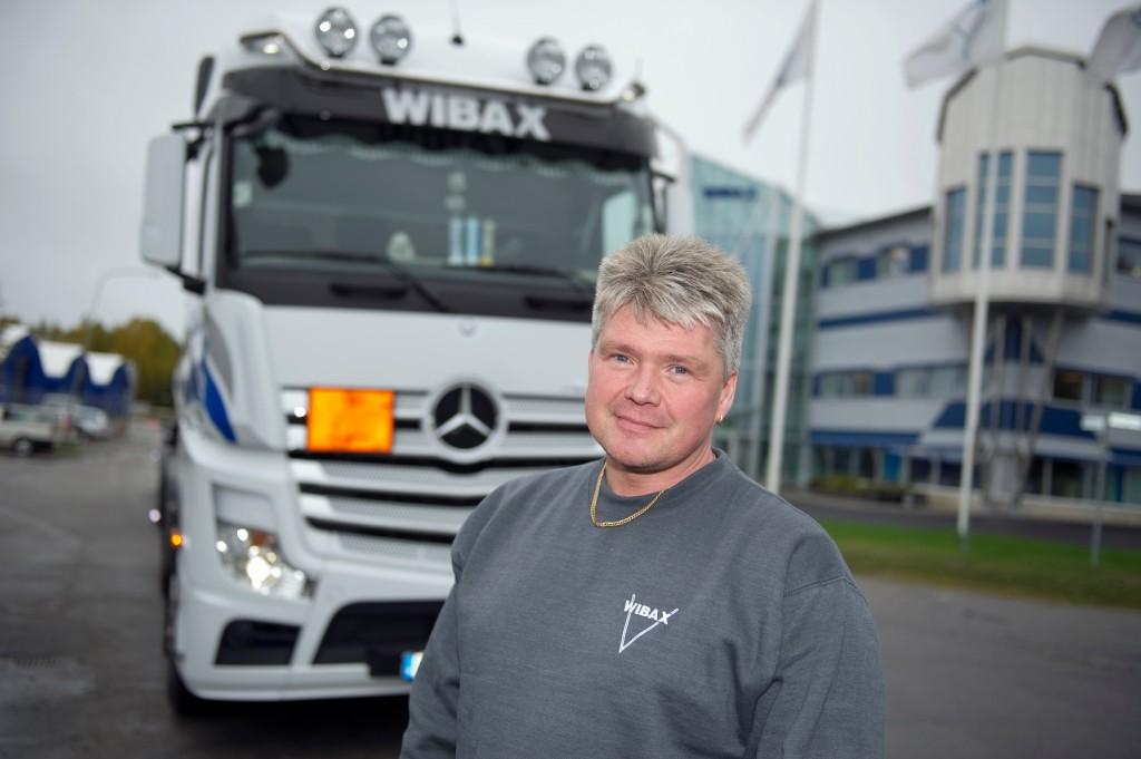 Lastbilschauffören Nils Sivertsson har 23 år i yrket. Sedan sju år arbetar han för Wibax Logistics – företaget som vann Stora Åkeripriset 2013.