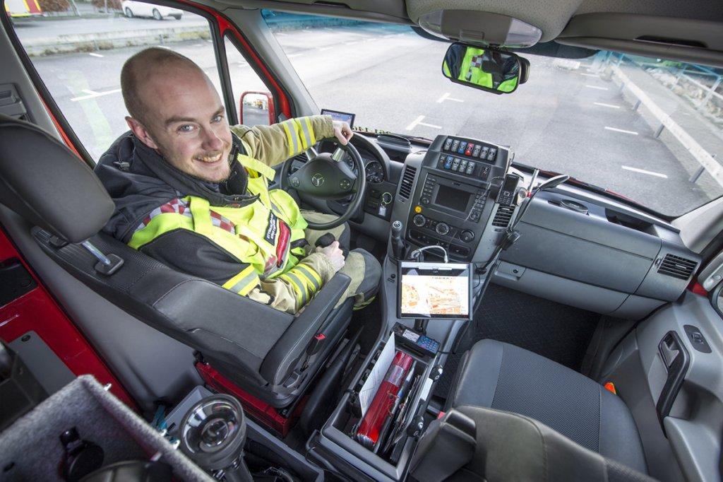 TRIVS I NYA BILEN. Styrkeledaren Kristoffer Stigson vid ratten i den nya Sprintern som togs i bruk av Räddningstjänsten Syd innan årsskiftet. Den är unik i Sverige. Det är bara Norrköping som har en snarlik bil.