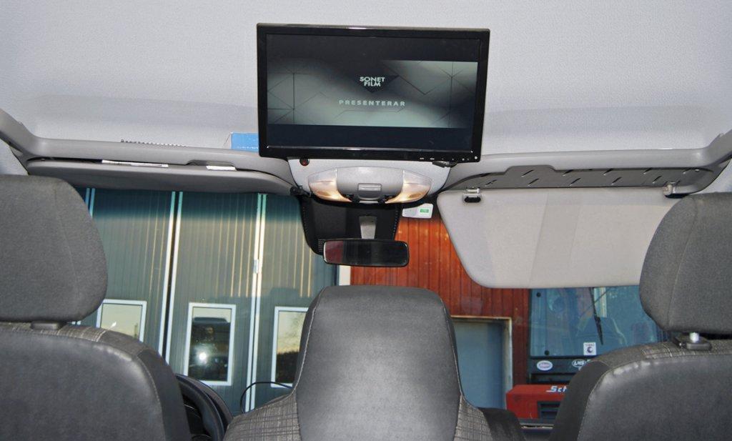 MULTIMEDIA. En mediaenhet med en 19-tumsskärm som kan kopplas till spel eller fungera som tv är uppskattat vid övernattning i bilen.