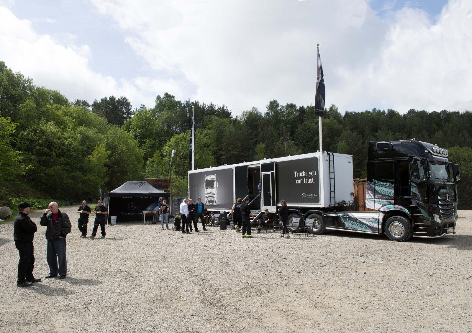 RoadStar Actros 2563 med trailer