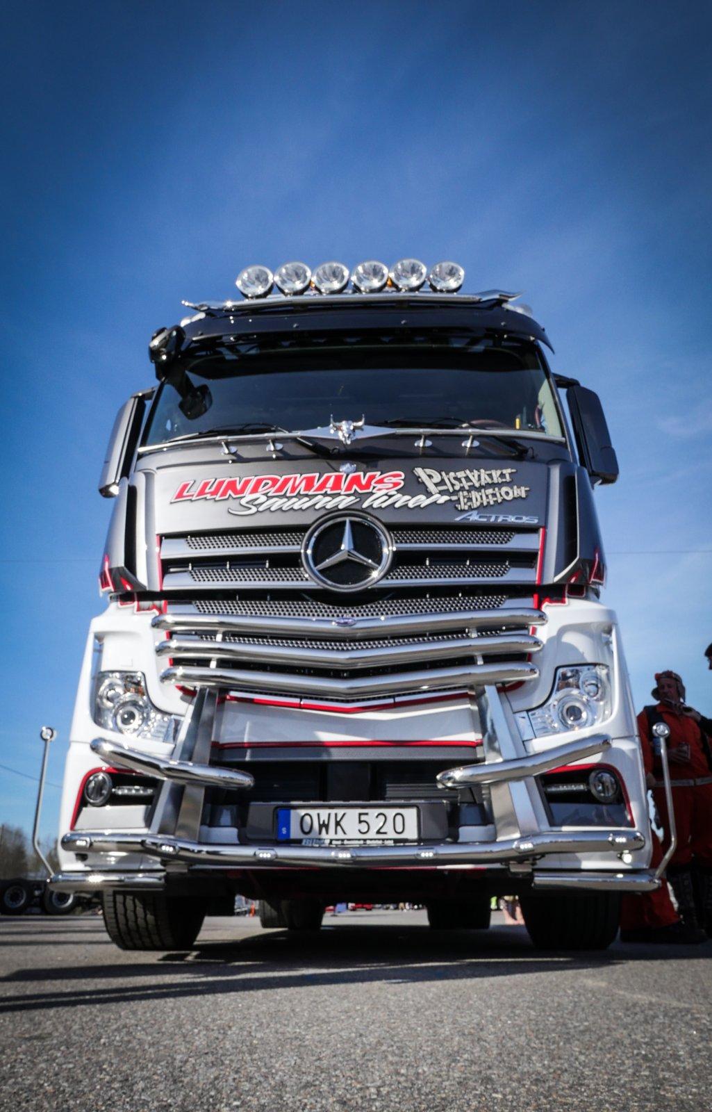Planen är att visa upp lastbilen så mycket det går på utställningar och olika shower fram till i höst – den ska bland annat stå tre dagar i Mercedes-Benz monter på Elmia.