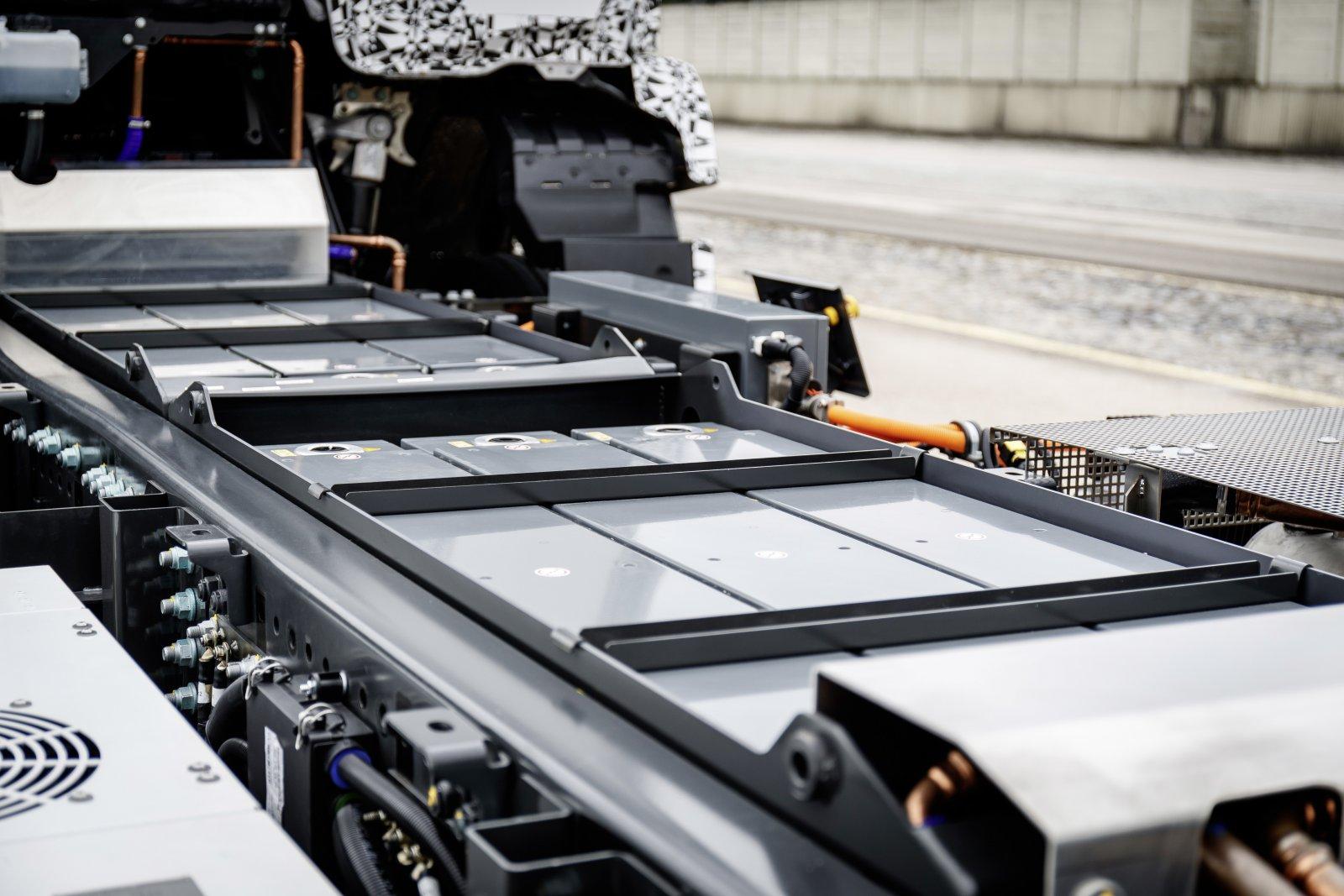 Batterimodulerna på totalt 212kWh är placerade mellan rambalkarna