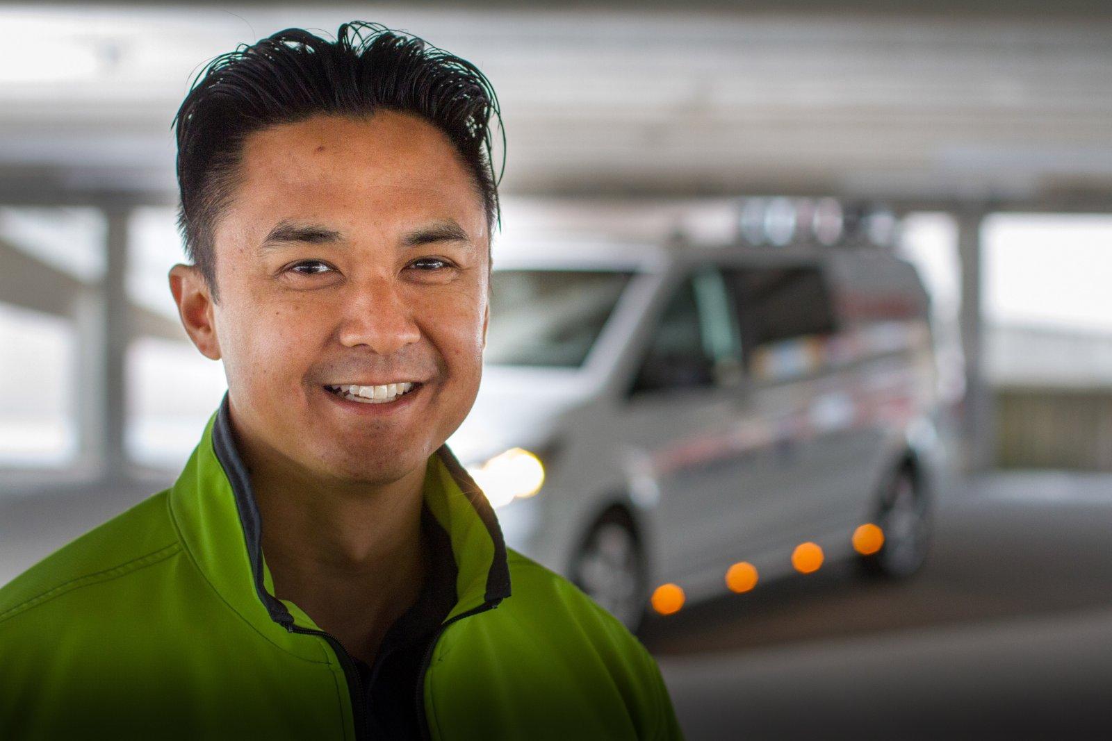 Per Ling, försäljare hos Ferroman Engineering AB och hans lysande Mercedes Vito Mixto.