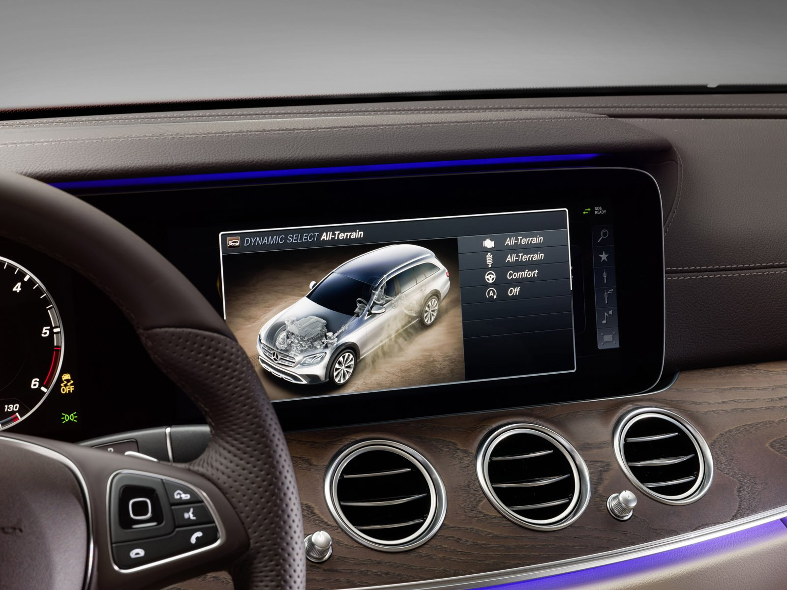 Mercedes-Benz E-Class All-Terrain har en snygg inredning i mjukt läder här i macchiato beige/esspresso brown.