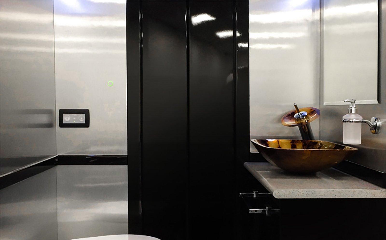En av de många unika sakerna med Senzati Jet Sprinter är det inbyggda badrummet.