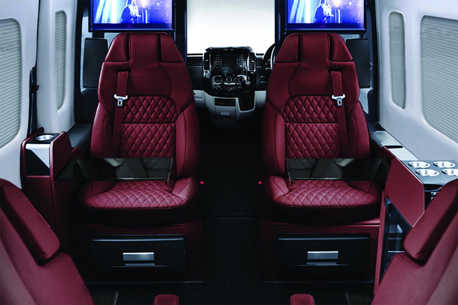 Senzati Jet Sprinter går att få i flera olika interiörfärger. Här ser du den i rött.