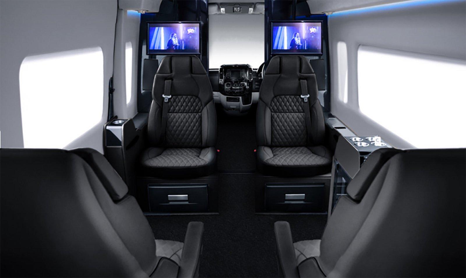 Tänk dig ett privat kontor med all lyx du kan tänka dig som dessutom tar dig från A till B det får du med en Senzati Jet Sprinter.