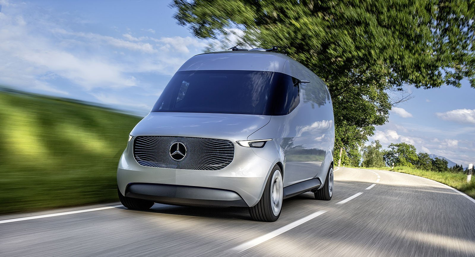 Mercedes-Benz Vision Van fulländad teknik och design ute på vägen.
