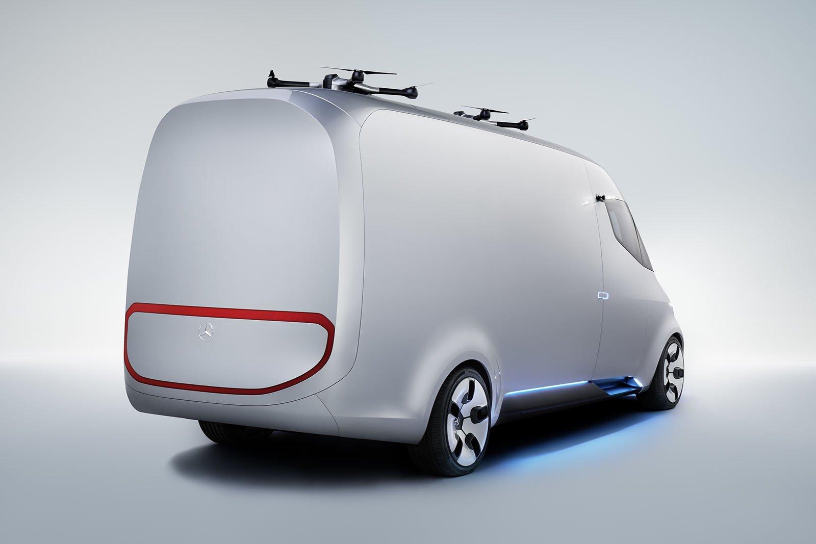 Mercedes-Benz Vision Van har en LED-skärm på bakpartiet som kan visa budskap till medtrafikanter.