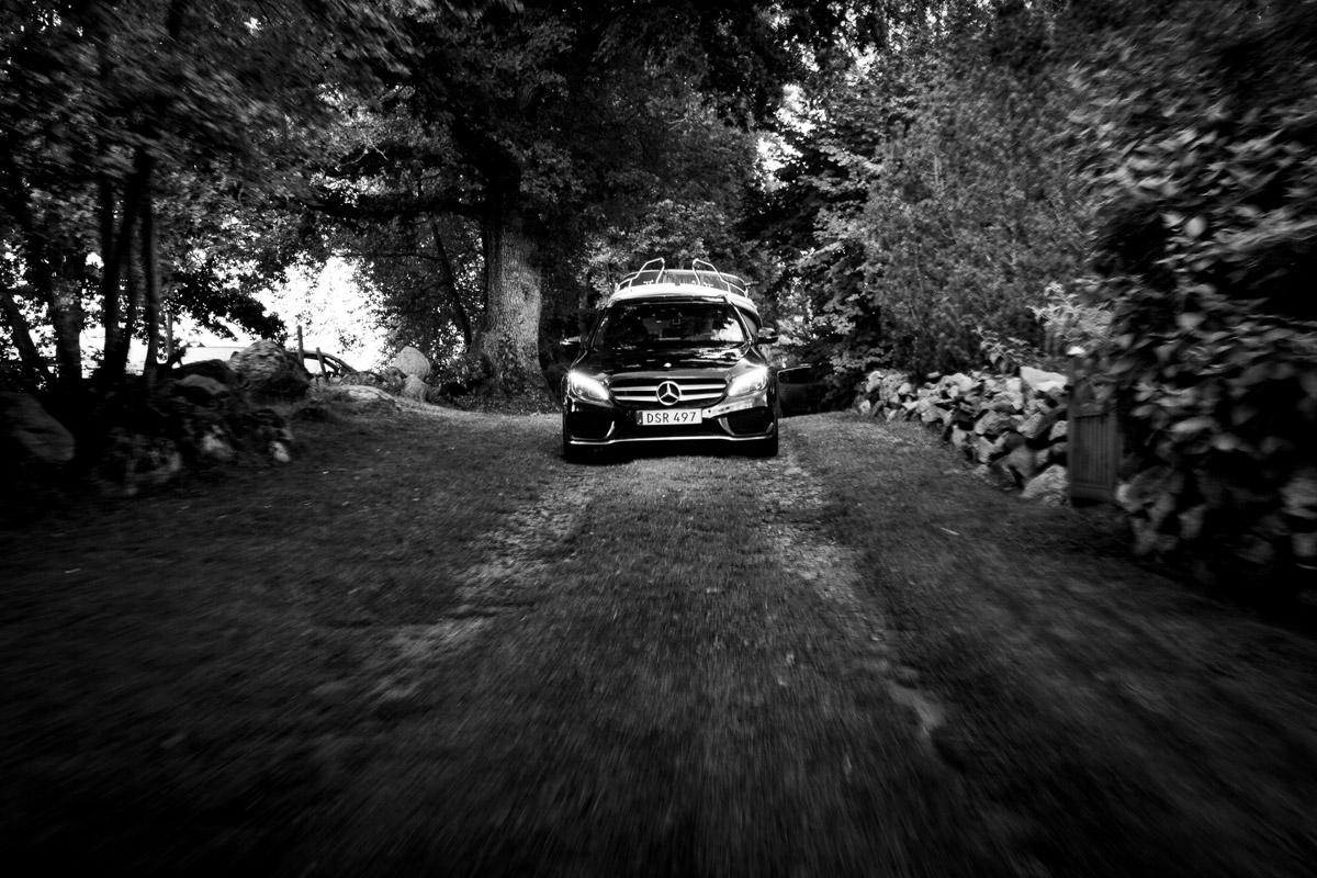 C-Klassen tar sig fram där andra bilar stannar. Även om det inte är en SUV.
