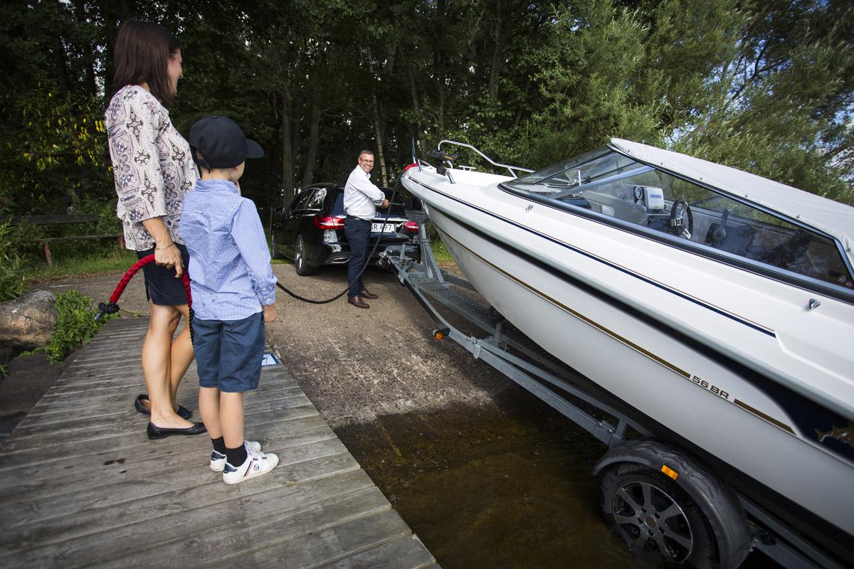 Utan 4-hjulsdrift är det nästan omöjligt att lägga i båten där familjen bor.