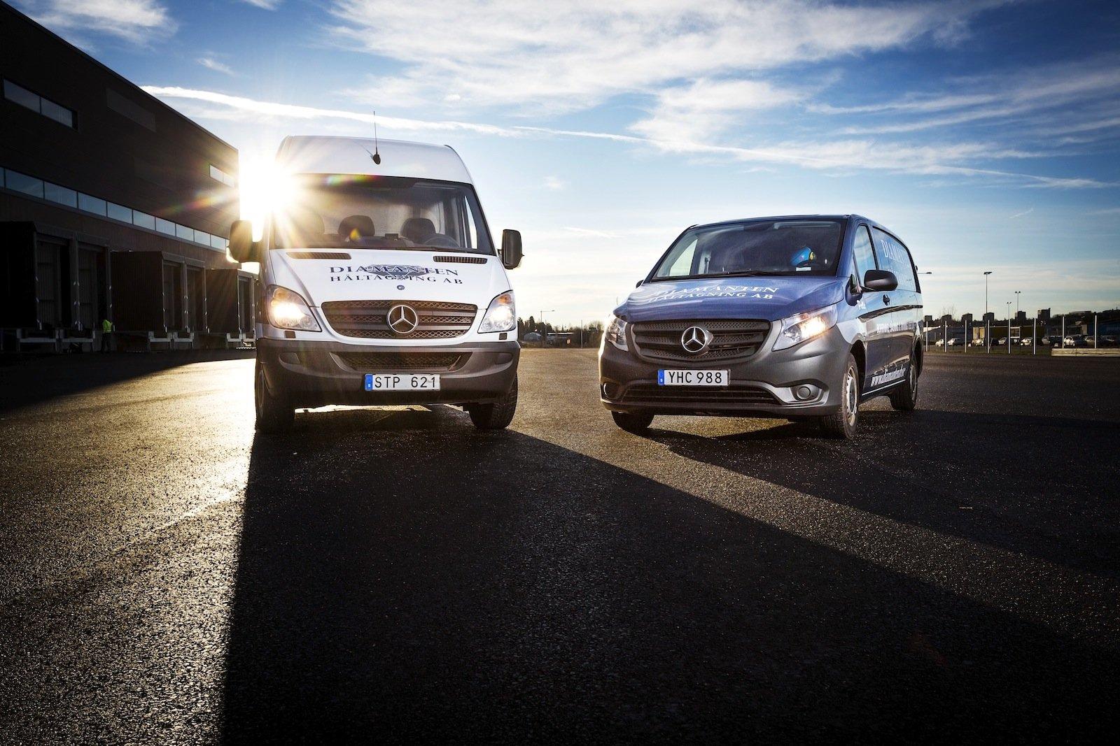 I dagsläget har företaget 19 Mercedes-Benz – 17 Vito och en Sprinter.