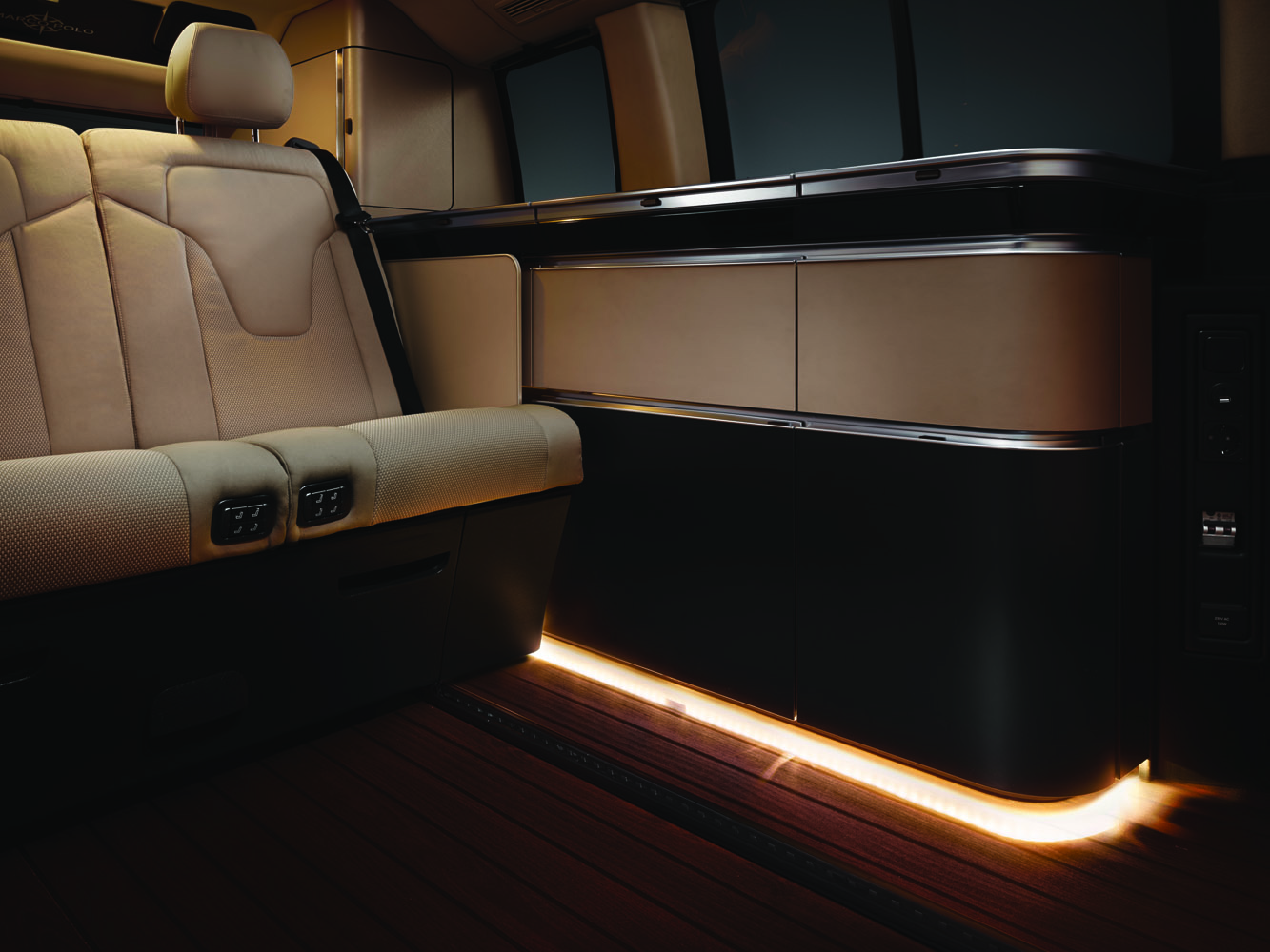 LED-ljus vid golvet