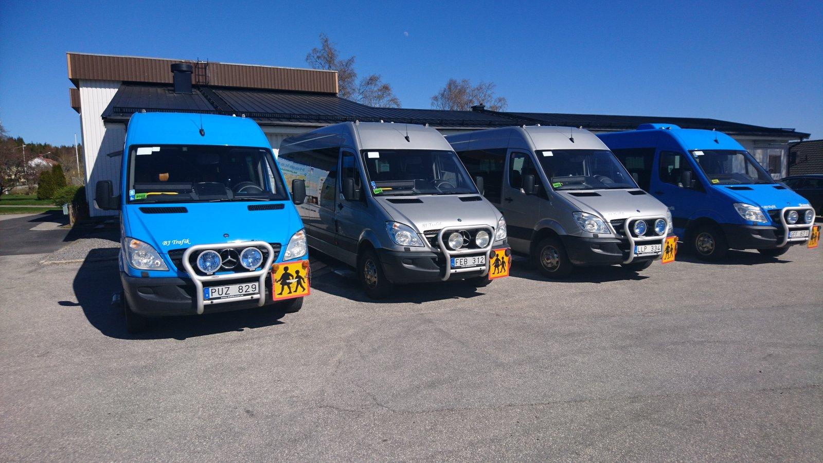 BJ Buss har fyra Sprinter som dels fungerar som skolbussar, dels kör kunder till Handlar'n. Foto: B J Buss