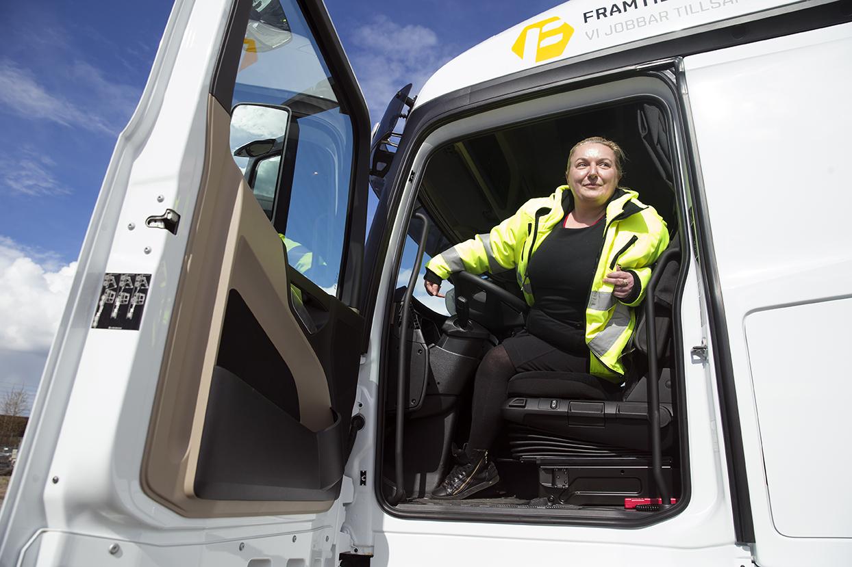 Skolans rektor Jasmina Krupic håller själv på att ta lastbilskörkort. Foto: Emil Malmborg