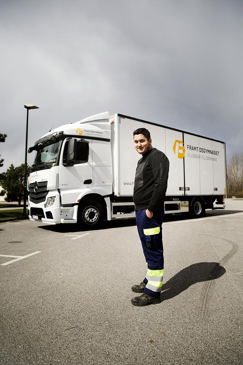Ibrahim Fakhro kan tänka sig att köra Mercedes-Benz när han kommer ut i arbetslivet. Foto: Emil Malmborg