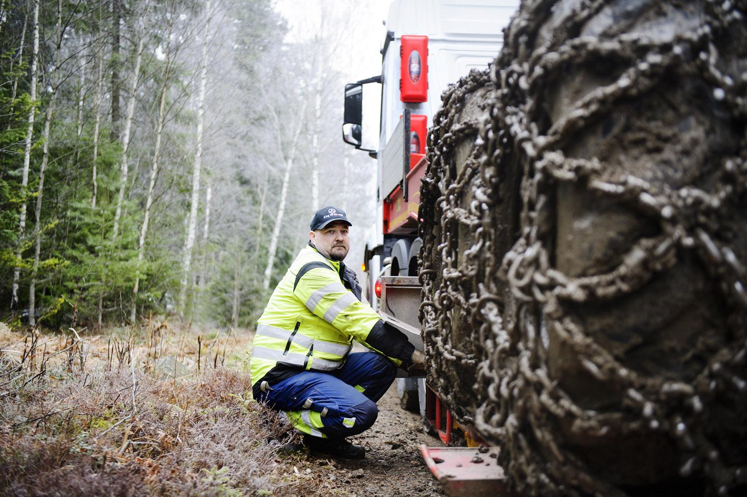 Mercedes Arocs med Hydraulisk Framhjulsdrift ger ökad framkomlighet i Skogen. Foto: Annika af Klercker