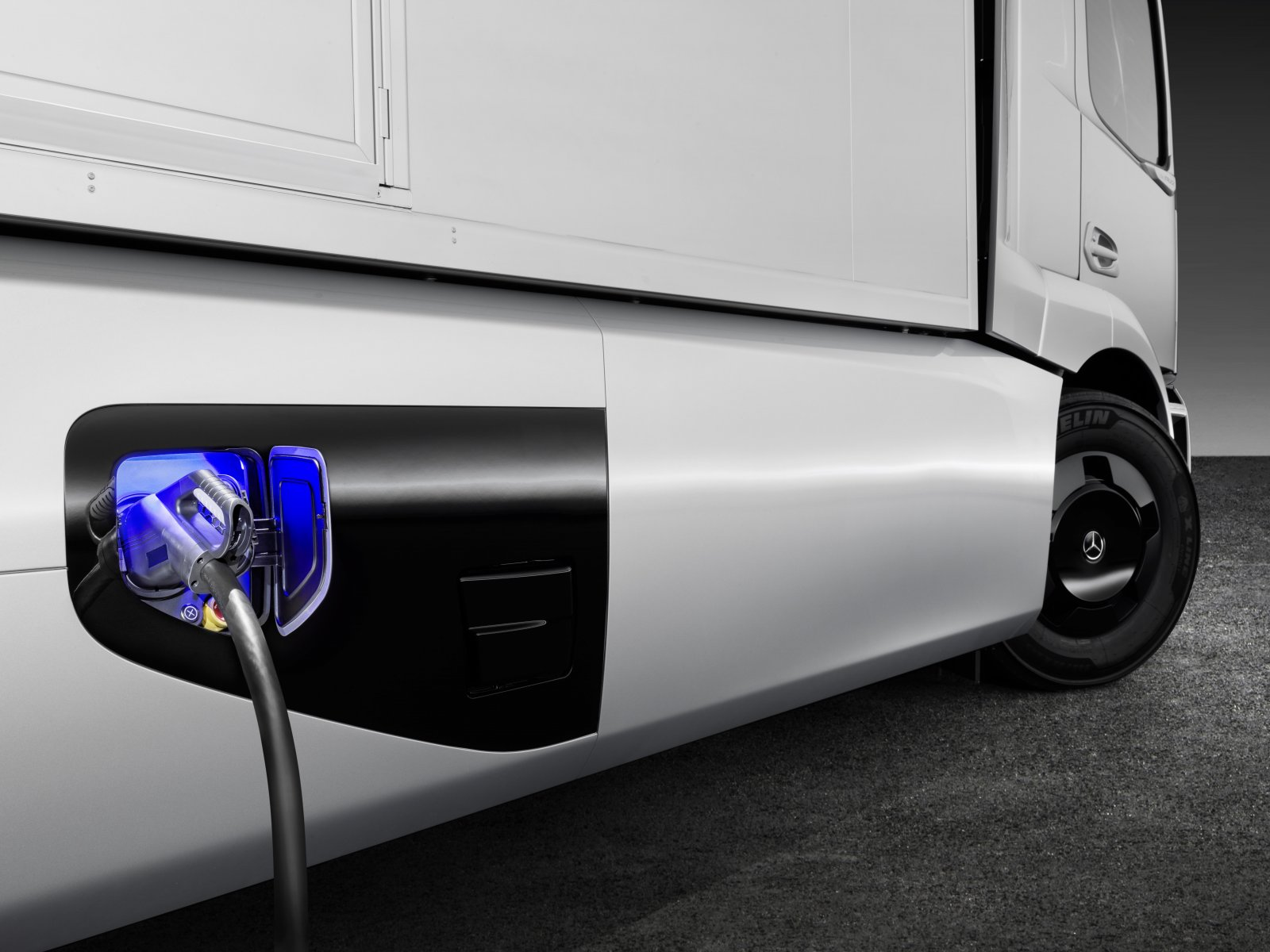 Mercedes-Benz urban eTruck, 212kWh, 20 mil räckvidd, 26 ton totalvikt