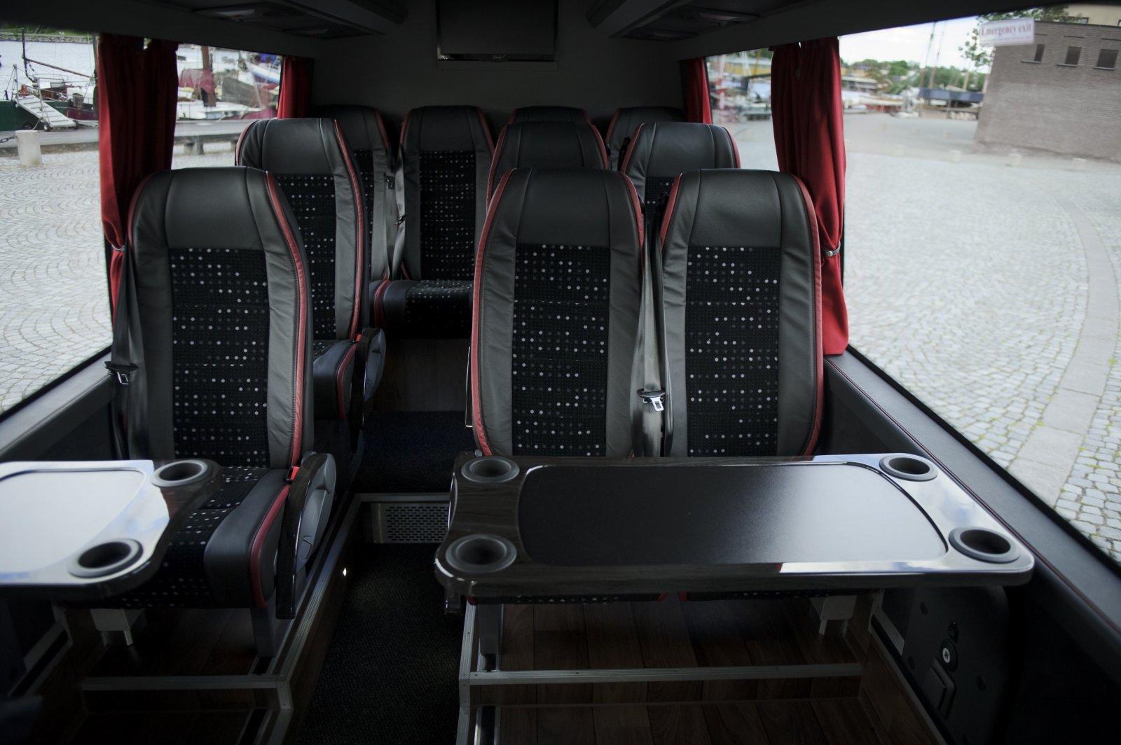 Bussen har plats för upp till 15 personer.