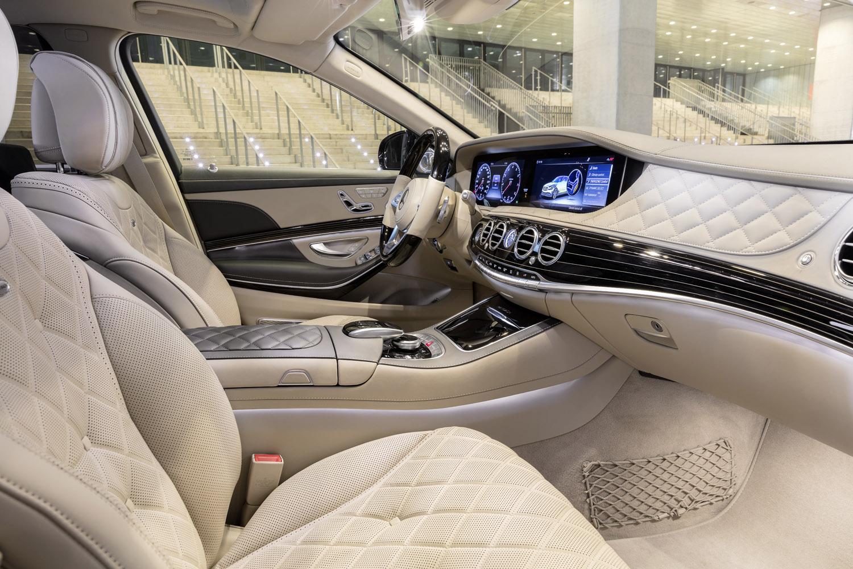 Mercedes-Maybach S 560 4MATIC; 2017; Exterieur: unischwarz; Interieur: seidenbeige/titaniumgrau;Kraftstoffverbrauch kombiniert: 9,3 l/100 km; CO2-Emissionen kombiniert: 209 g/km* Mercedes-Maybach S 560 4MATIC; 2017; exterior: black; interior: silk beige/titanium grey;Fuel consumption combined: 9.3 l/100 km; CO2 emissions combined: 209 g/km*