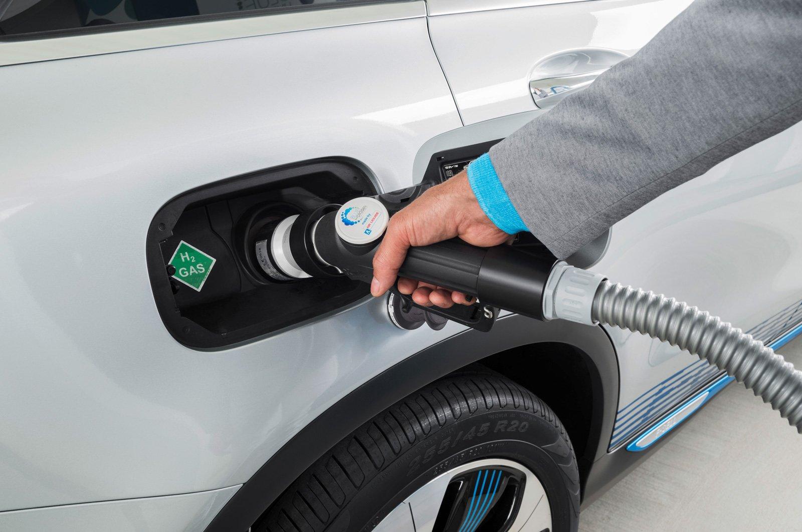 Att ha både ett batteri och en bränslecellsmotor ger en mängd olika alternativ vid körning beroende på hur man kör och hur långt.