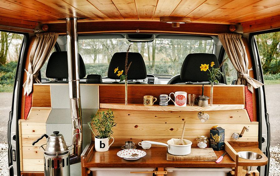 """Den mysiga ombyggda Mercedes-husbilen """"Finn"""", med sin lilla kamin -perfekt när det är kaffedags!"""