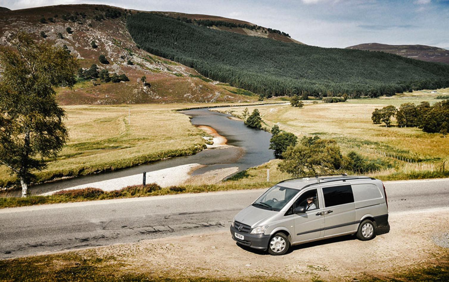 Att resa i Englands vackra landsbyggd i en Quirky Camper - en ombyggd Mercedes-Benz Van - ger utrymme för spontanitet och frihet.