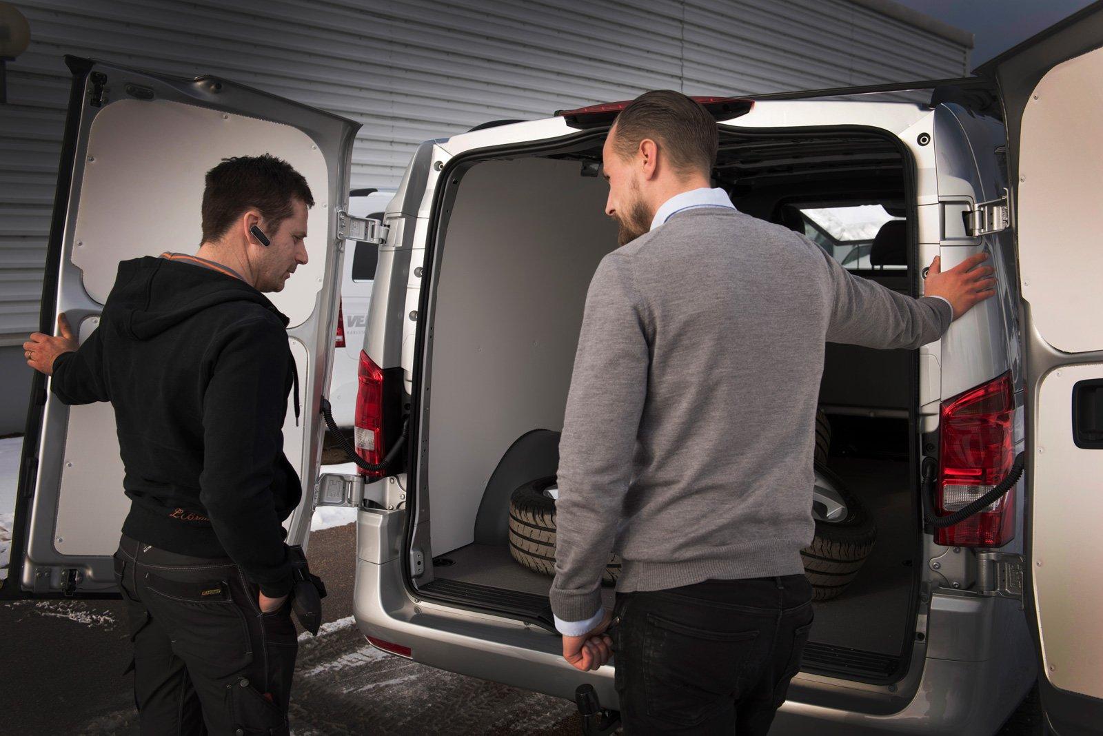 Mattias har hämtat sin Mercedes-Benz Vito, utrustad precis som han vill ha den.