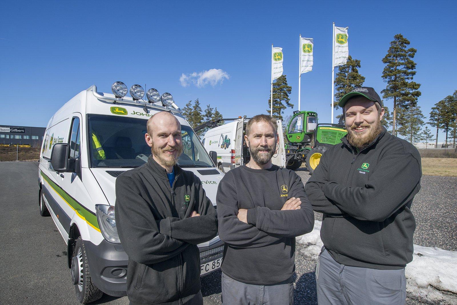Tre medarbetre på John Deere Forestry – fr v Anthon Randau, Andreas Axelsson och Henrik Fjelkner.