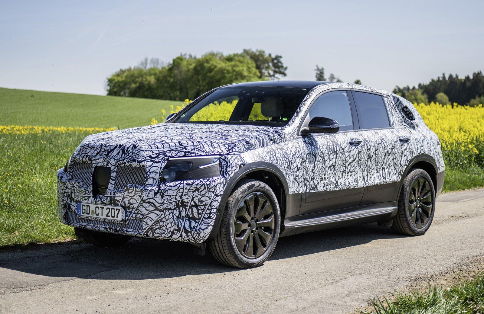 Mercedes-Benz EQC under tester i Schwarzwald.